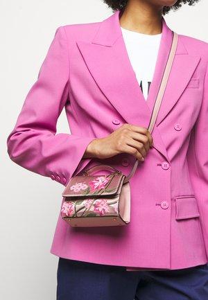 HAND BAG - Käsilaukku - pink