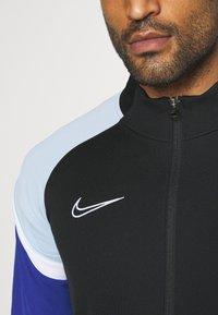 Nike Performance - DRY ACADEMY - Chaqueta de entrenamiento - black/deep royal blue/white - 5