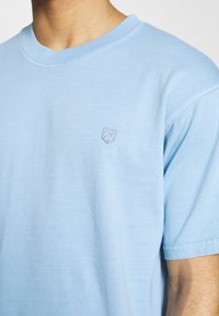 Jack & Jones PREMIUM - JPRBLUJULIO TEE CREW NECK - Basic T-shirt - dusk blue - 4