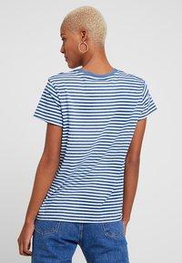 Levi's® - PERFECT TEE - Print T-shirt - raita indigo - 2