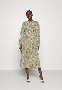 ARKET - DRESS - Košilové šaty - flower - 0