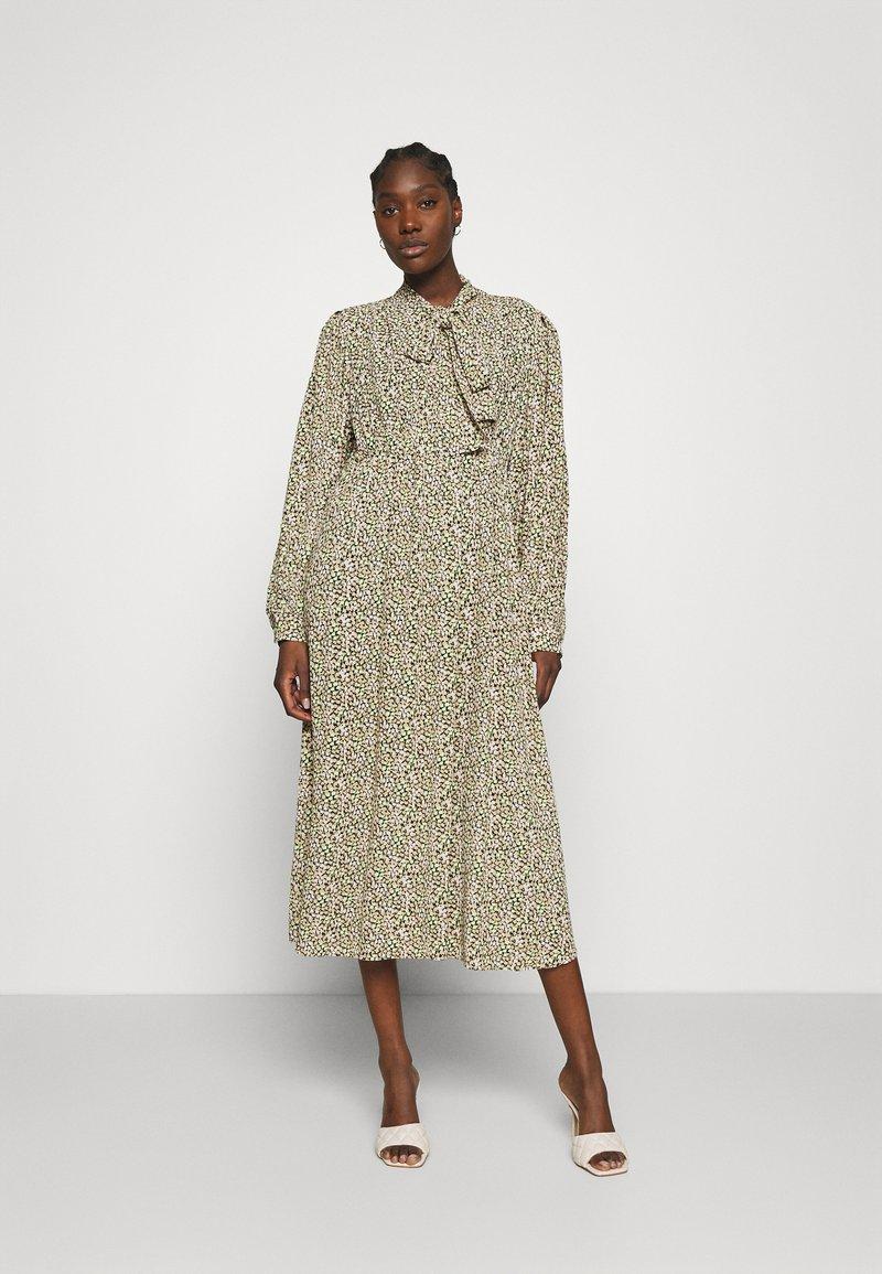 ARKET - DRESS - Košilové šaty - flower