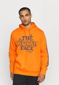 The North Face - HIMALAYAN BOTTLE SOURCE HOODIE - Hættetrøjer - orange - 0