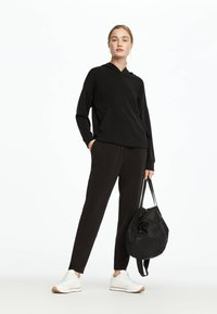 OYSHO - Pantalon de survêtement - black - 3