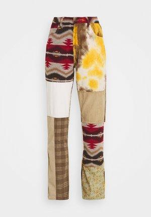 PATCHWORK TAPESTRY BOYFRIEND  - Pantalon classique - multi