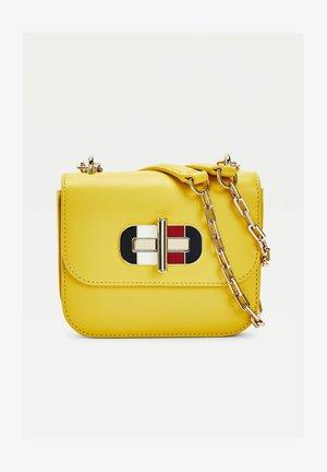 TURNLOCK MINI CROSSOVER - Across body bag - zgs yellow