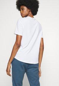 Rich & Royal - ICONIC - T-shirts - white - 2
