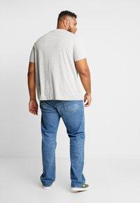 Burton Menswear London - B&T BASIC CREW 3 PACK  - T-shirt basic - black/white/grey - 2