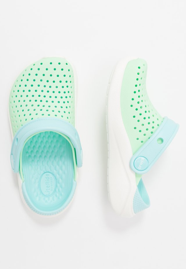 LITERIDE UNISEX - Sandały kąpielowe - neo mint/white