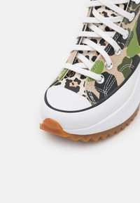 Converse - RUN STAR HIKE ARCHIVE GONE WILD UNISEX - Sneakers hoog - candied ginger/piquant green/white - 5