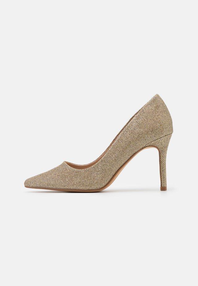 DELE SHIMMER COURT - Zapatos altos - gold
