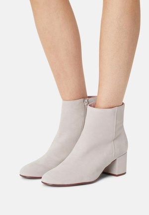 DAYDREAM - Classic ankle boots - ash