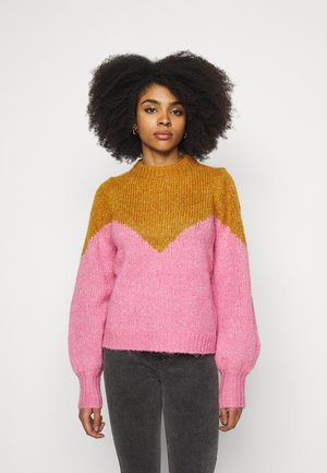 VMWINNIE O NECK BLOCK - Jumper - buckthorn brown/wild rose