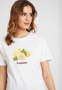Merchcode - LADIES LEMON TEE - Print T-shirt - white - 3