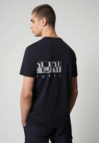 Napapijri - SALLAR LOGO - T-shirt med print - blu marine - 1