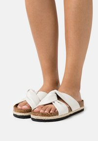 ONLY SHOES - ONLMIRA KNOTTED FLATFORM  - Mules - white - 0