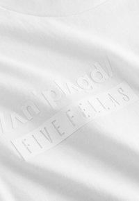 Five Fellas - Print T-shirt - white - 5