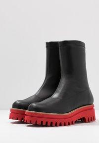 Paloma Barceló - ANAIS SUPREME - Platform ankle boots - black/red - 4
