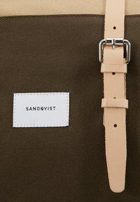 Sandqvist - DANTE UNISEX - Batoh - olive/beige - 9