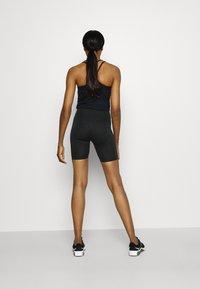 Nike Performance - FEMME ONE SHORT  - Tights - black/metallic gold - 2