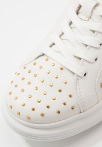 Guess - SALERNO - Zapatillas - white