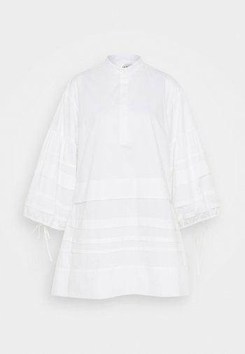 LAYER DETAIL OVERSIZED DRESS - Košilové šaty - white