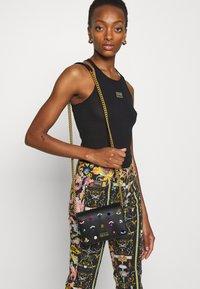 Versace Jeans Couture - JEWELS CROSSBODY - Across body bag - nero - 0