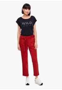 s.Oliver - Pantalon classique - dark red - 1