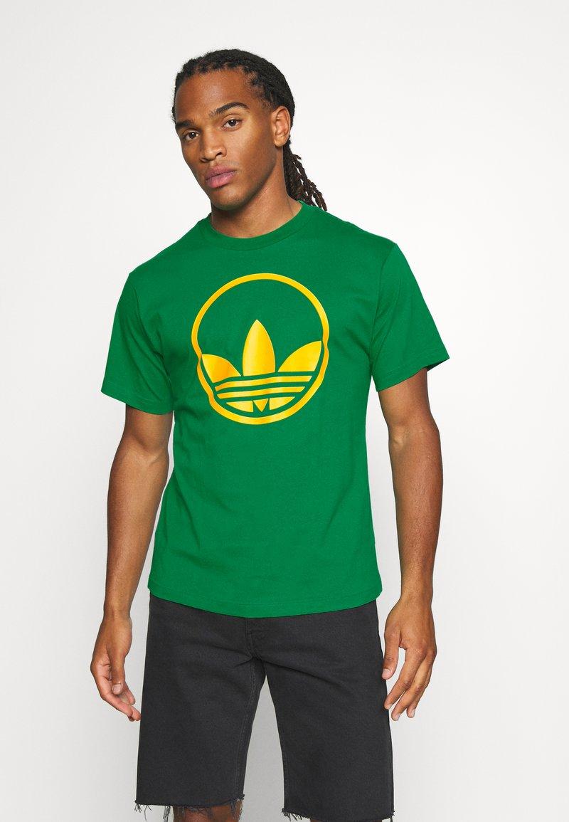 adidas Originals - CIRCLE TREFOIL - T-shirt imprimé - green