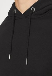 Newport Bay Sailing Club - CORE HOOD - Hoodie - black - 5