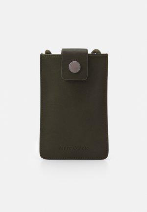 CELLPHONEBAG CAHRLOTTE - Across body bag - olive