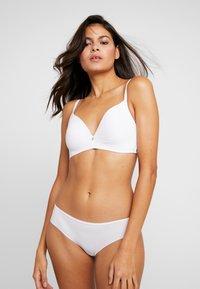 Triumph - BODY MAKE-UP ESSENTIALS - T-shirt BH - white - 1