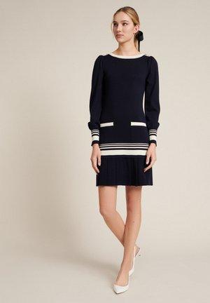 Jumper dress - blu/panna