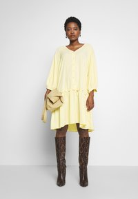 Love Copenhagen - BROLC DRESS - Shirt dress - jojoba yellow - 1