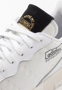 adidas Originals - SUPERCOURT - Sneakers - footwear white/core black - 5