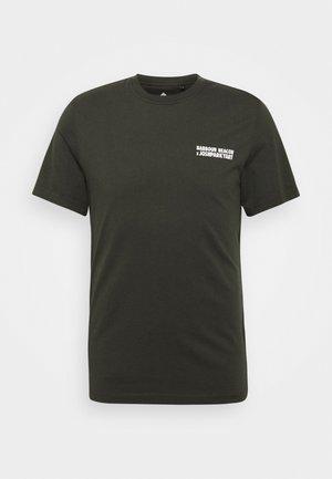 PARKYART TEE - Print T-shirt - forest