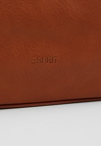 Esprit - CARLY - Bandolera - rust brown - 6