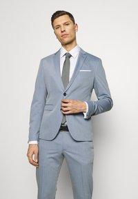 Cinque - CIPULETTI SUIT - Suit - light blue - 2