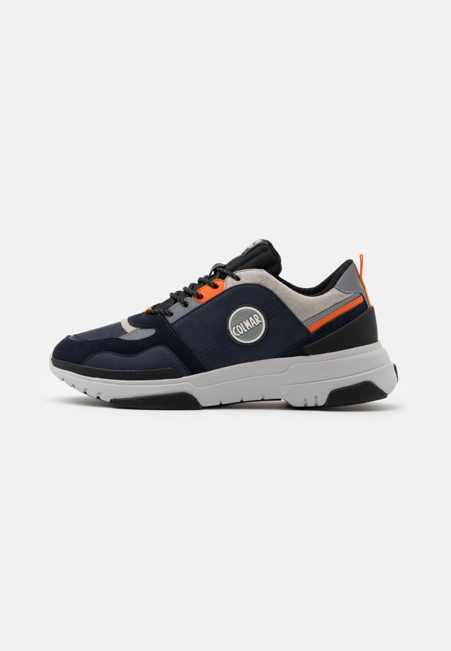 AYDEN BLADE - Baskets basses - navy/orange