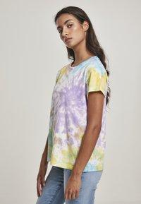 Urban Classics - Print T-shirt - pastel - 0
