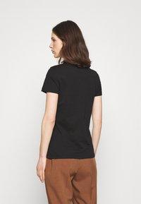Tommy Hilfiger - HERITAGE CREW NECK TEE - T-shirts basic - black - 2