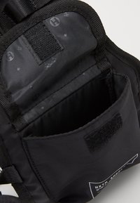HXTN Supply - PRIME HARNESS BAG - Across body bag - black - 2