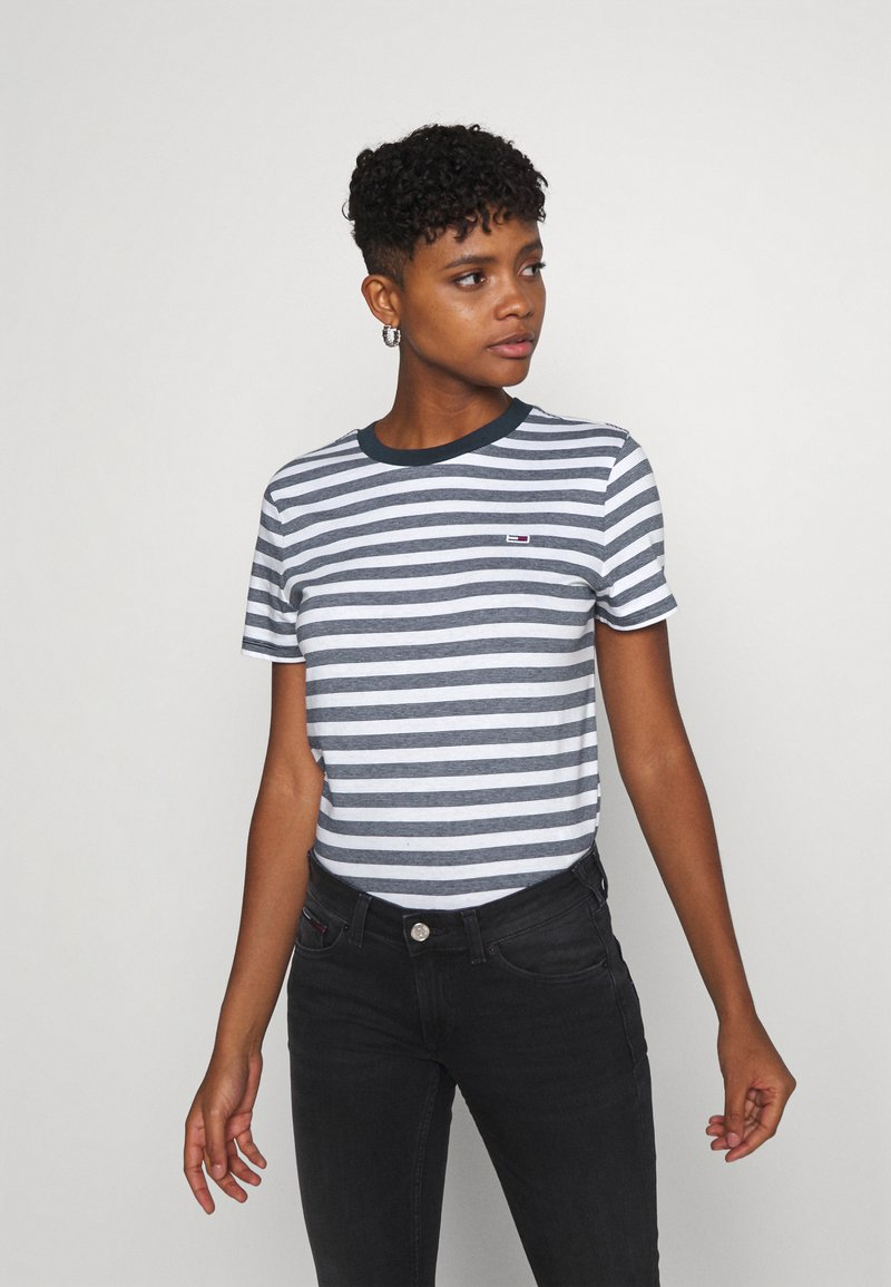 Tommy Jeans - CLASSICS STRIPE TEE - Print T-shirt - white/navy