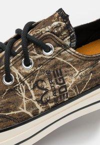 Converse - CHUCK TAYLOR ALL STAR 70 UNISEX - Sneakers basse - black/multicolor/egret - 5