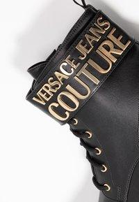 Versace Jeans Couture - Kotníková obuv - black - 2