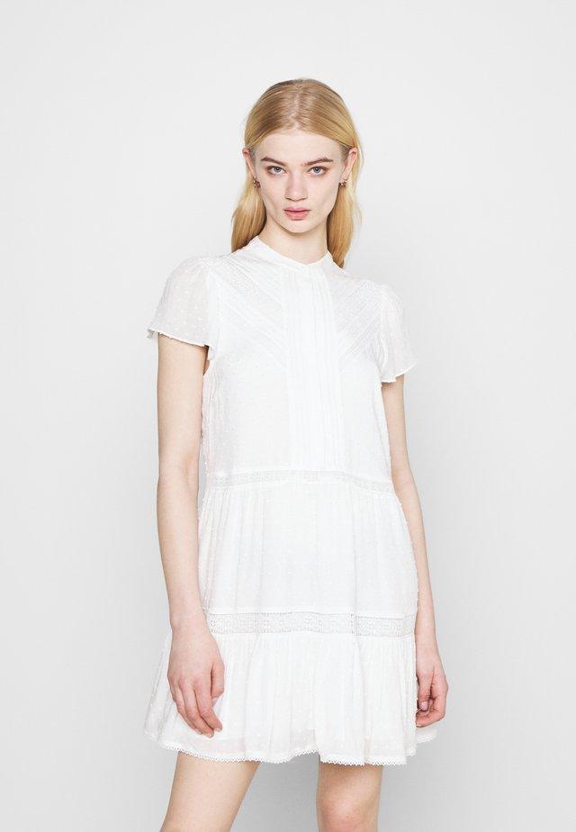 LACE SMOCK DRESS - Denní šaty - porcelain