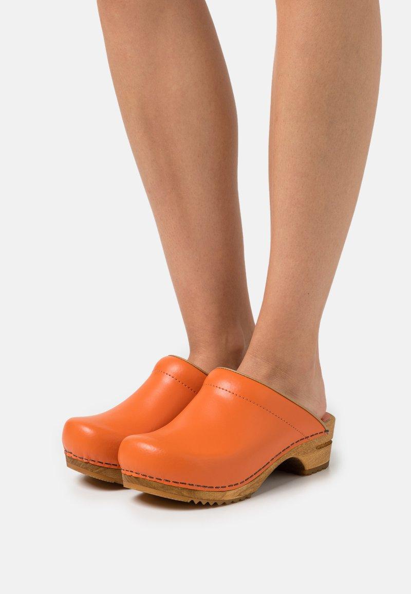 Sanita - LOTTE OPEN - Clogs - orange