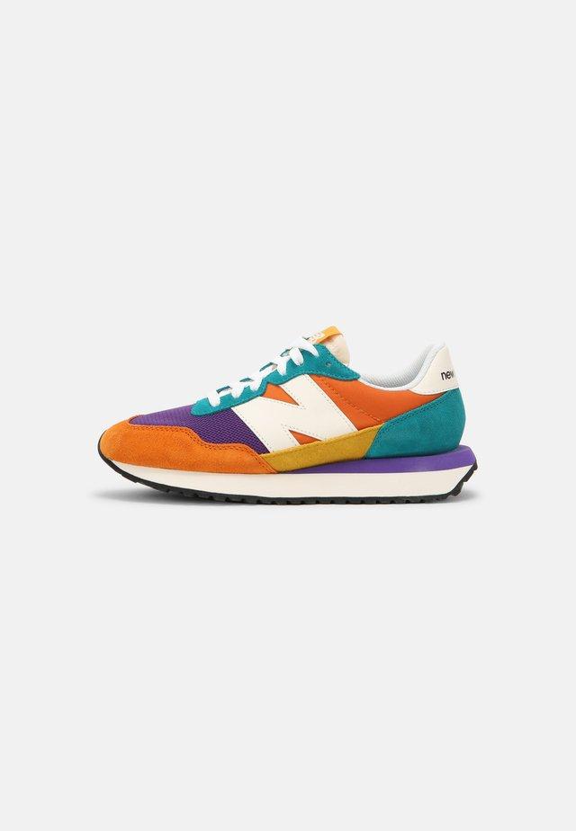 WS237 - Sneakers laag - vintage orange