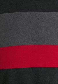 Pier One - Basic T-shirt - black - 6