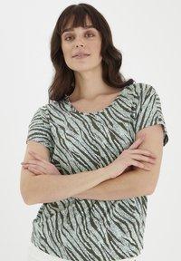 Fransa - Print T-shirt - aqua foam mix - 0
